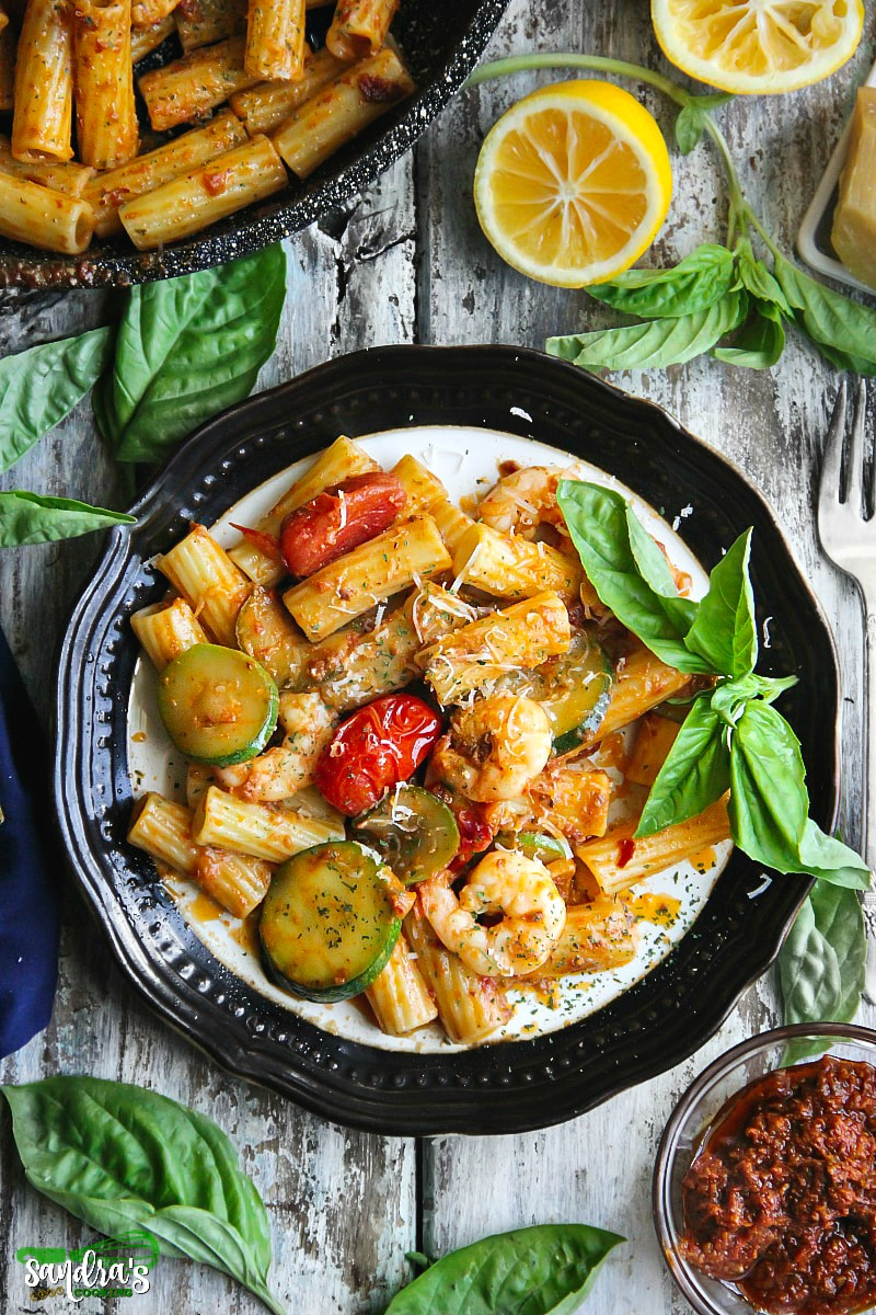 Tomato Pesto Pasta with Shrimps and Zucchini