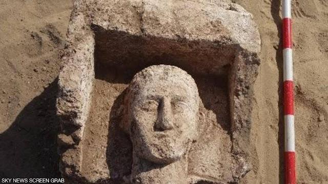 """اكتشاف مقبرة أثرية """"فريدة من نوعها"""" فى المنيا جنوب مصر"""