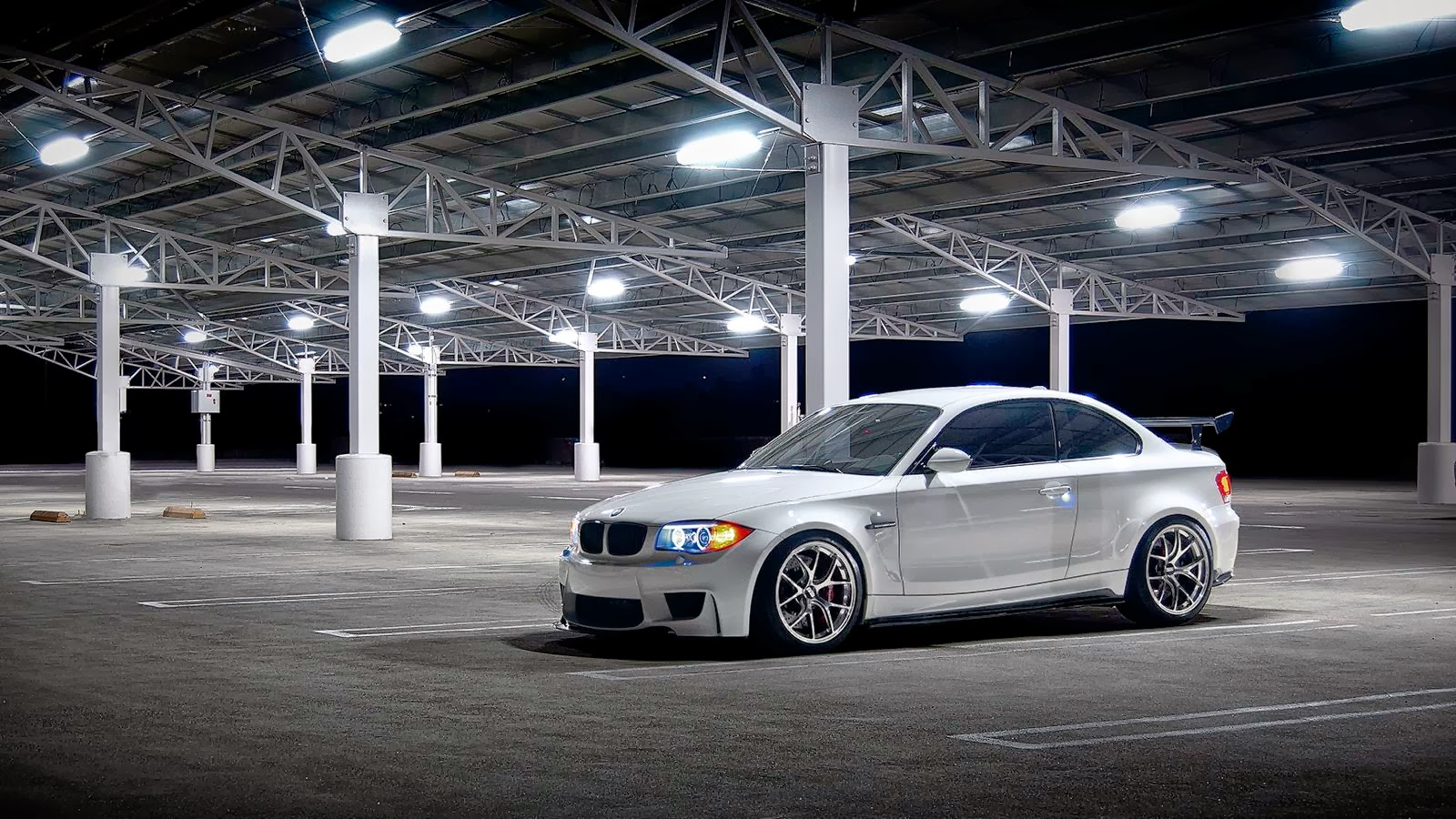 SPORTS CARS: BMW 1M Wallpaper HD
