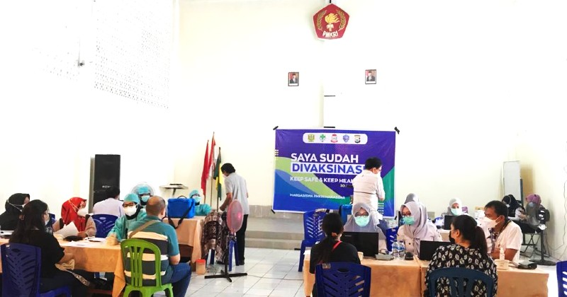 PMKRI dan Pemuda Katolik Makassar Laksanakan Vaksinasi Covid-19 Bersama