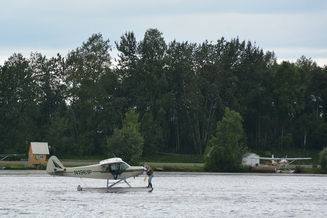 Lakefront Hotel Anchorage planes water