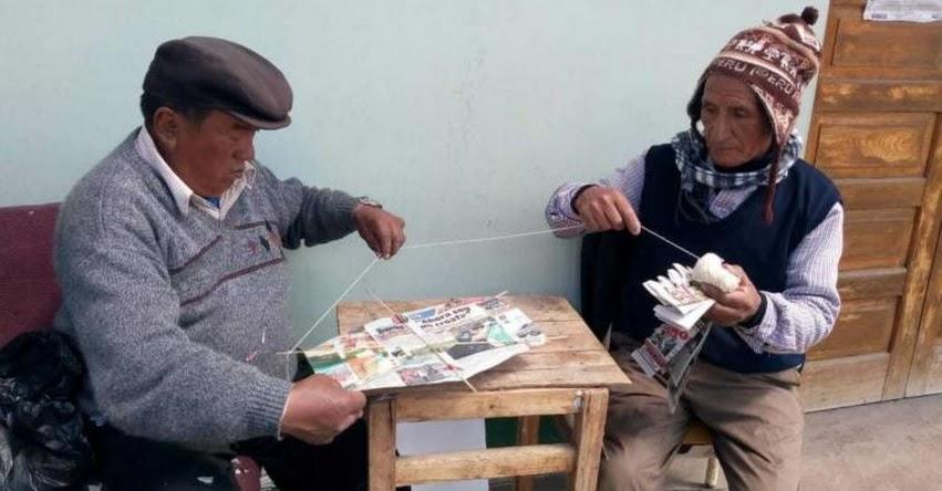 PENSIÓN 65: Adultos mayores enseñan a elaborar cometas para concurso escolar en Pasco - www.pension65.gob.pe