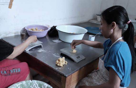 resep kue pia kering ala rumahan yang mudah dan enak dari komunitas memasak terbesar dunia! Lihat juga resep Pia Kering, Rapuh & berlapis filling coklat, Jual Kue Pia Kacang Hijau Murah - Harga Terbaru 2020, Beli Kue Pia Kacang Hijau Online berkualitas dengan harga murah, Jual Kue Pia Murah - Harga Terbaru,