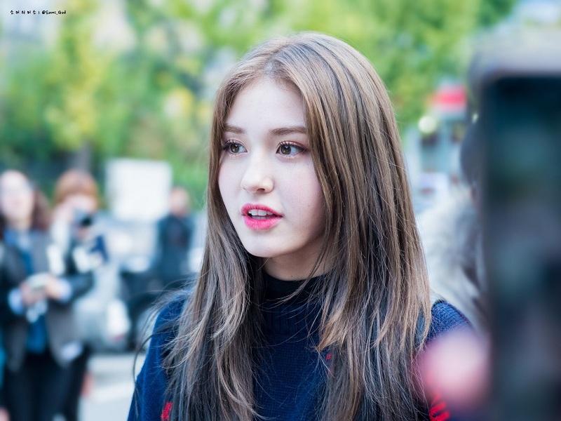 Jeon Somi Joins University Entrance Examination, Netizens: Will Still Get Special Treatment
