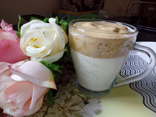 kawa po koreansku kawa koreanska dalgona caffee kawa azjatycka kawa z mlekiem kawa z pianka