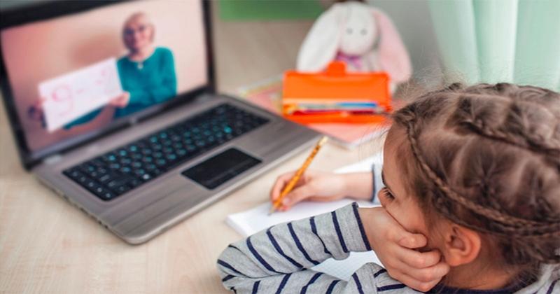 Pandemi döneminin ebeveyn açmazı: Ders mi, oyun mu?