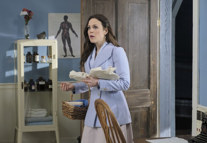 Erin Krakow Snaps – When Calls the Heart, Season 7 Promos
