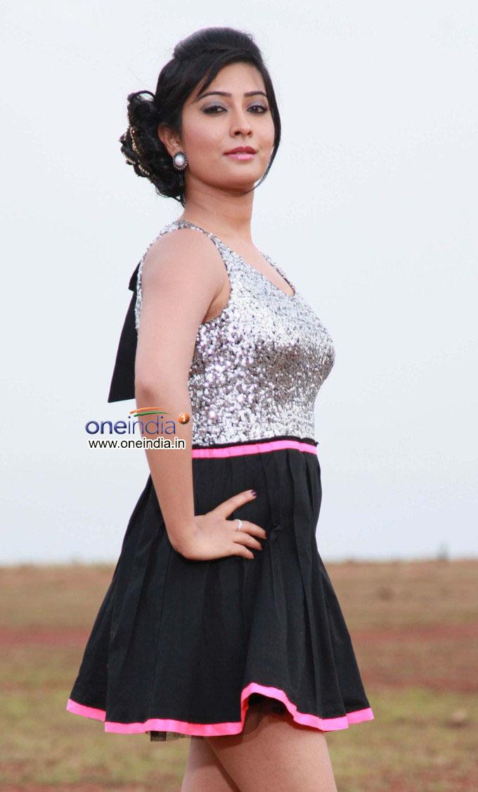 photo heroine Radhika Pandit Actress photos in Maduve