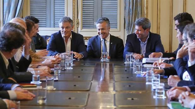 Macri busca comprometer a los gobernadores con la baja del gasto y de los impuestos