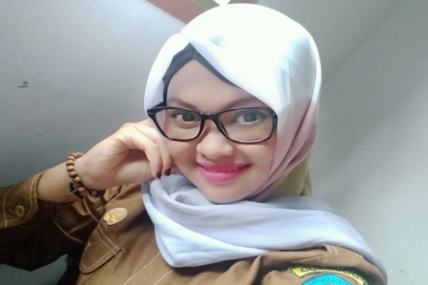 Ini Dia!! Salmiza Lina Wati, S.Pd Kepala Sekolah Termuda Se .......