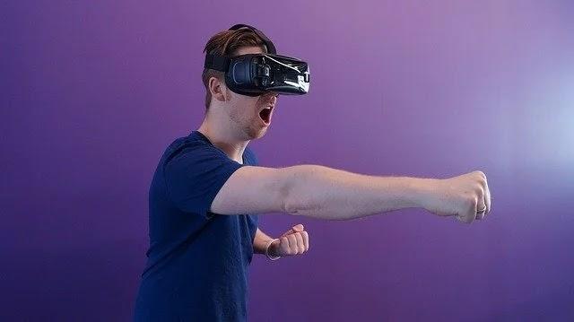 كيفية مشاهدة الأفلام بتقنية الواقع الافتراضي