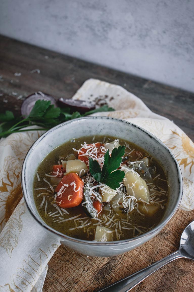 Ansicht gefüllter Suppenteller