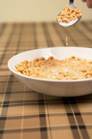 Consumir cereales en el desayuno