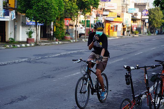 Bersepeda akhir pekan bersama perwakilan komunitas