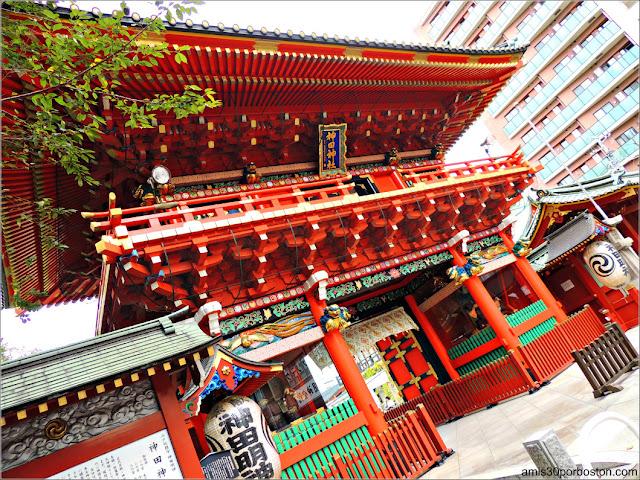 Puerta Zuishinmon del Santuario Kanda Myojin en Tokio