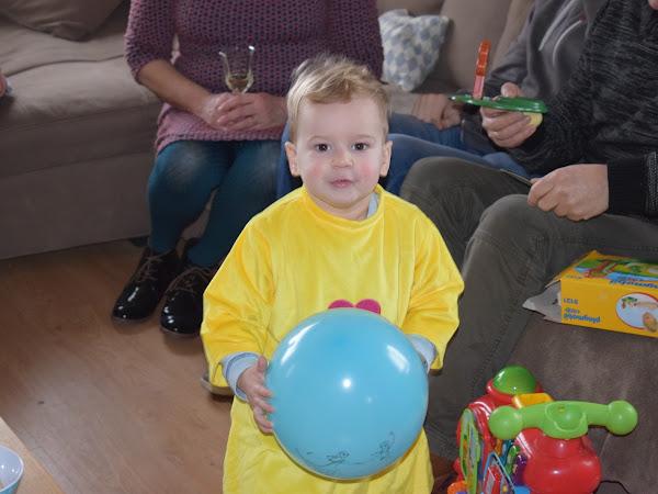 Eli is twee en zei geen 'nee' tegen een feestje!