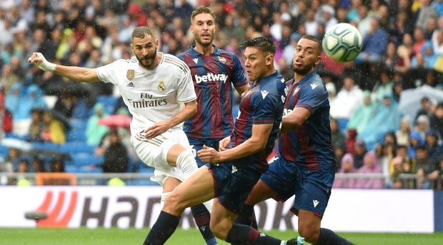 ريال مدريد يحمل الفار مسؤولية الخسارة أمام ليفانتي في الليغا