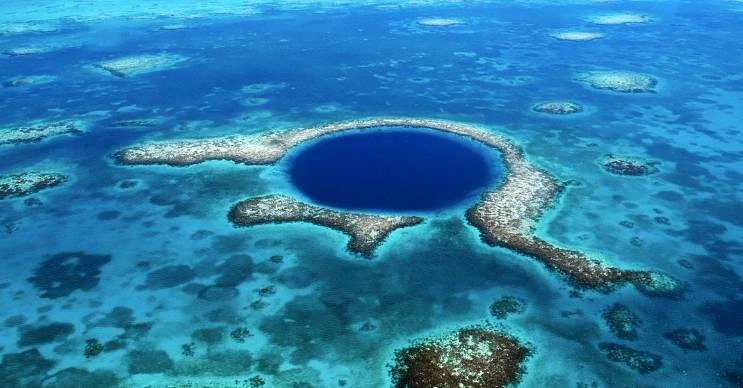 Büyük mavi çukur olarak da bilinen bu yer Belize kıyılarında yer almaktadır.