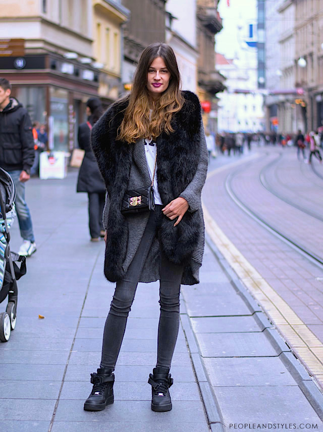 Hoe to wear faux fur scarf, grey jeans and longline cardigan, photo by PEOPLEANDSTYLES.COM