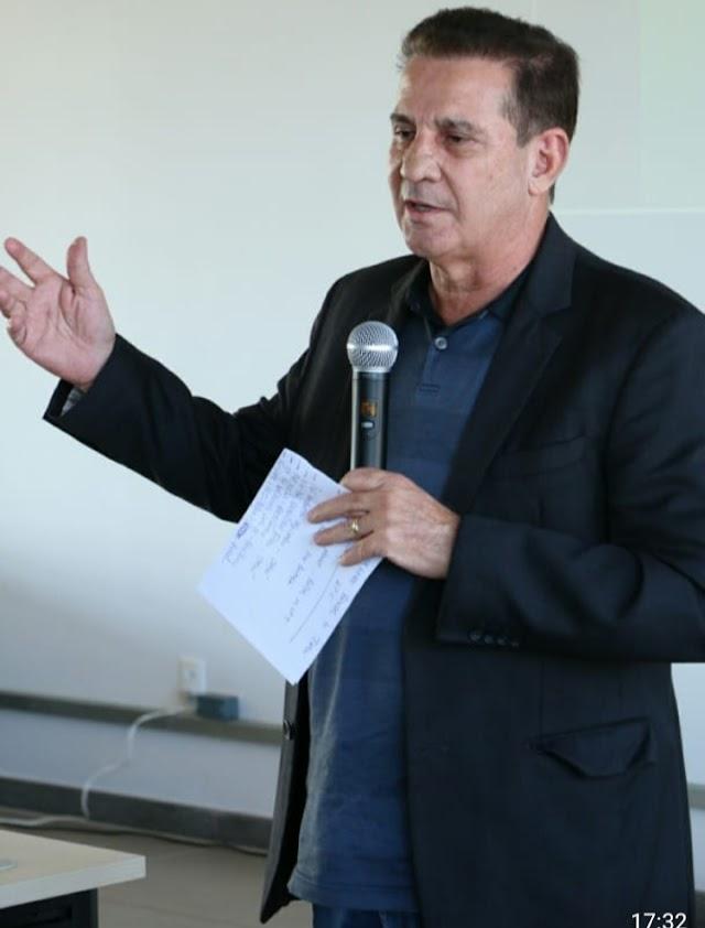 """""""Saúde e educação estão no topo das nossas prioridades e é com pauta positiva que vamos fazer o Brasil voltar a crescer"""", disse Vanderlan durante visita à UFJ e ao Hospital Padre Tiago"""