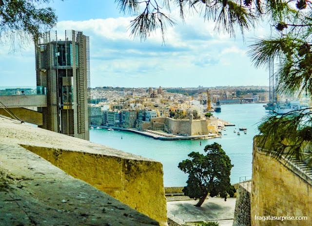 Malta: elevador panorâmico que liga o cais de Valeta aos Upper Barrakka Gardens