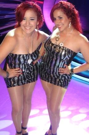 Foto de Foto de las gemelas Andrea e Irene con bello vestido