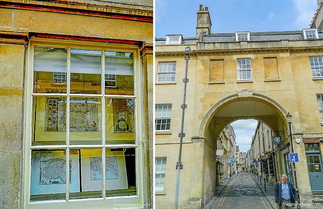 Loja de mapas na Pulteney Bridge e uma passagem em arco numa rua de Bath, Inglaterra