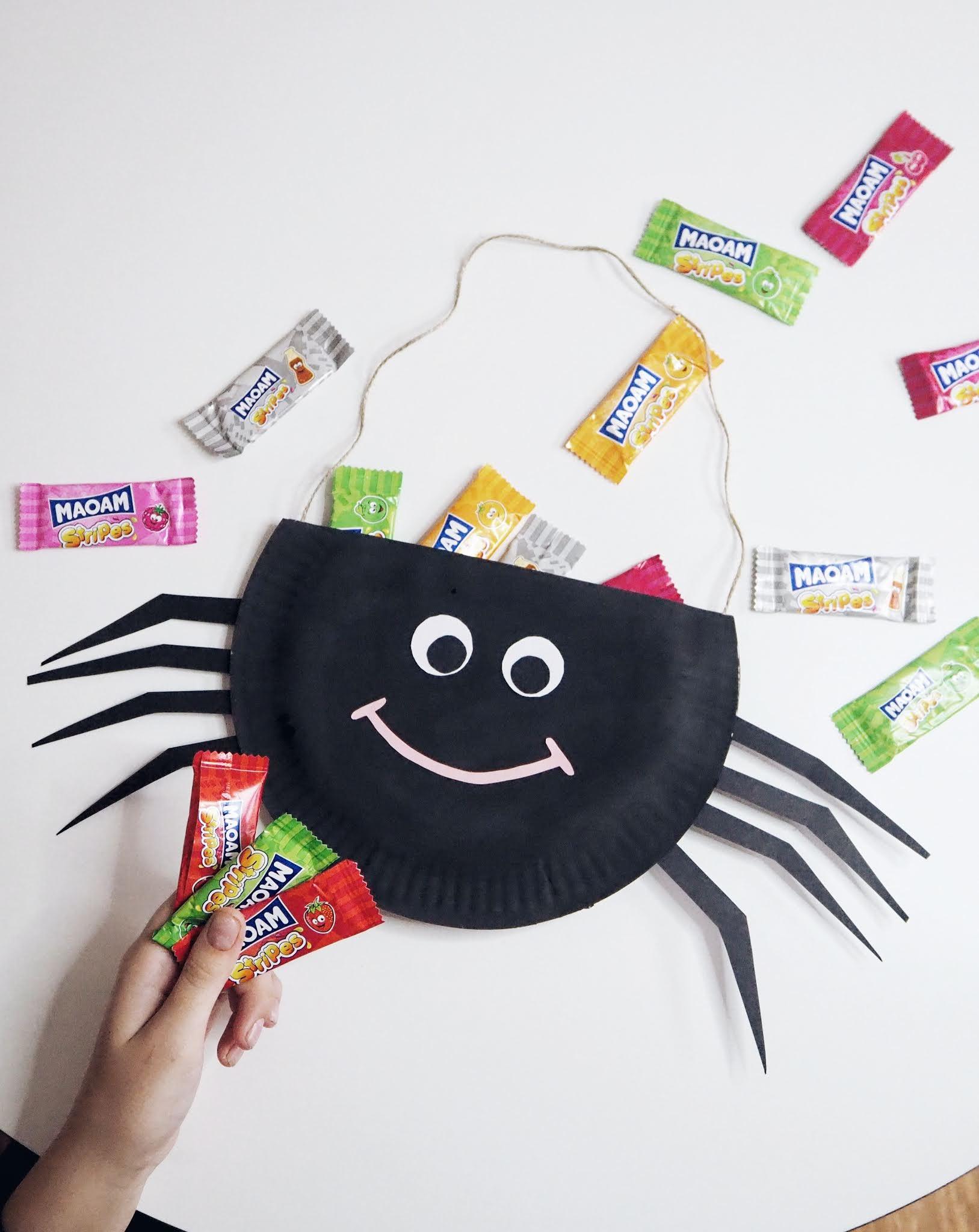 Halloween paper plate sweetie bag