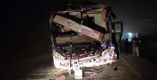 यात्रियों से भरी बस दुर्घटनाग्रस्त, करीब एक दर्जन यात्री घायल।