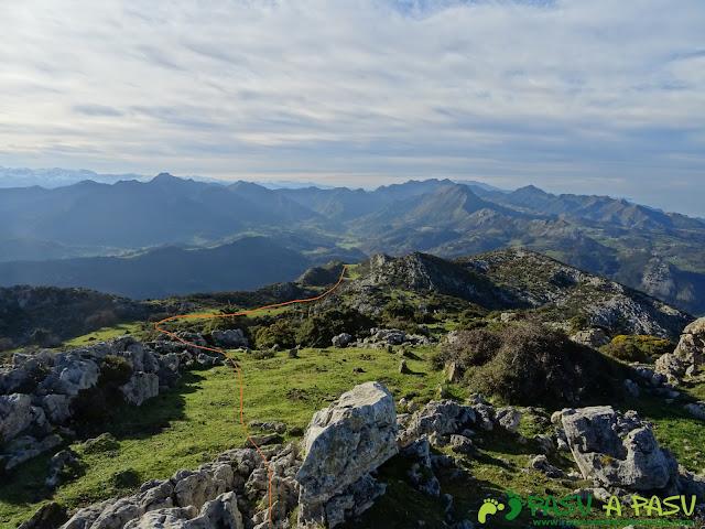 Ruta al Cerro Llabres: Bajando de la cima hacia La Raíz