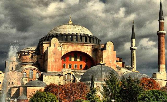 Άγκυρα: Δικαίωμά μας να κάνουμε την Αγιά Σοφιά τζαμί