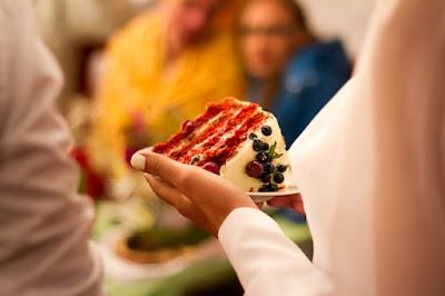 جزء من كعكة الأمير تشارلز وديانا في مزاد علني