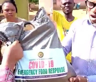 (Video)SENSE OR TRASH!! FG Shares 4cups of Rice per house to relief Lagiosians during lockdown