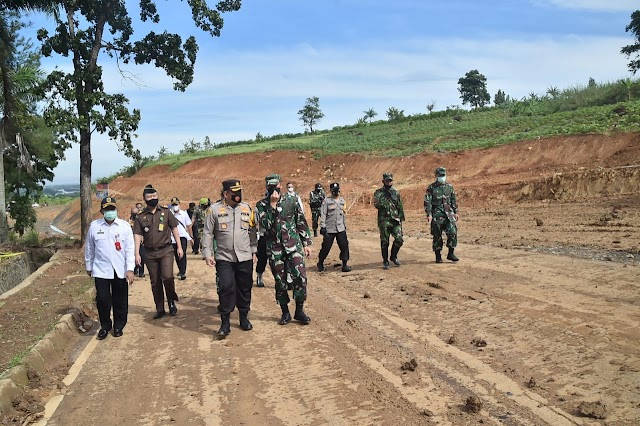 Land Clearing Jalan Poros Tengah Timur Telah Rampung Diselesaikan