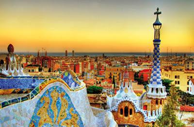 Barcelone (Barcelona en catalan, prononcé /bəɾsəˈlonə/, et en castillan, prononcé /baɾθeˈlona/) est la capitale administrative et économique de la Catalogne, de la province de Barcelone, de la comarque d'El Barcelonès ainsi que de son aire urbaine et de sa région métropolitaine, en Espagne.