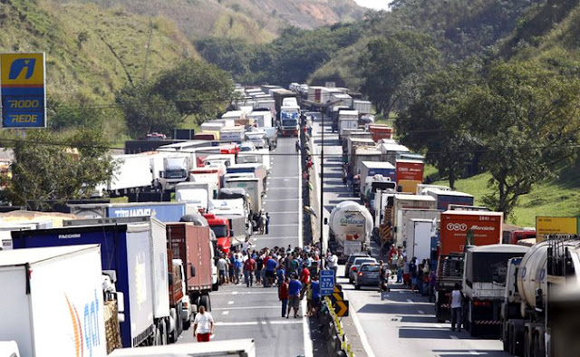 Resultado de imagem para protesto dos caminhoneiros