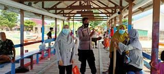 Sampaikan Protokol Kesehatan, Bhabinkamtibmas Pulau Kodingareng rutin berikan Imbauan Pada Warga Pulau