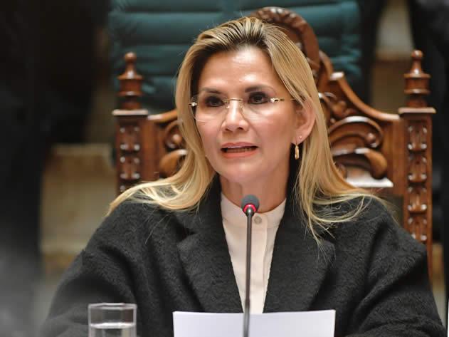 Presidenta Áñez advierte desinformación colectiva y pide apoyo de los medios de comunicación
