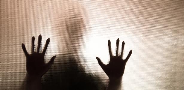 CRUELDADE: Estudante de 19 anos é estuprada dentro do banheiro da escola