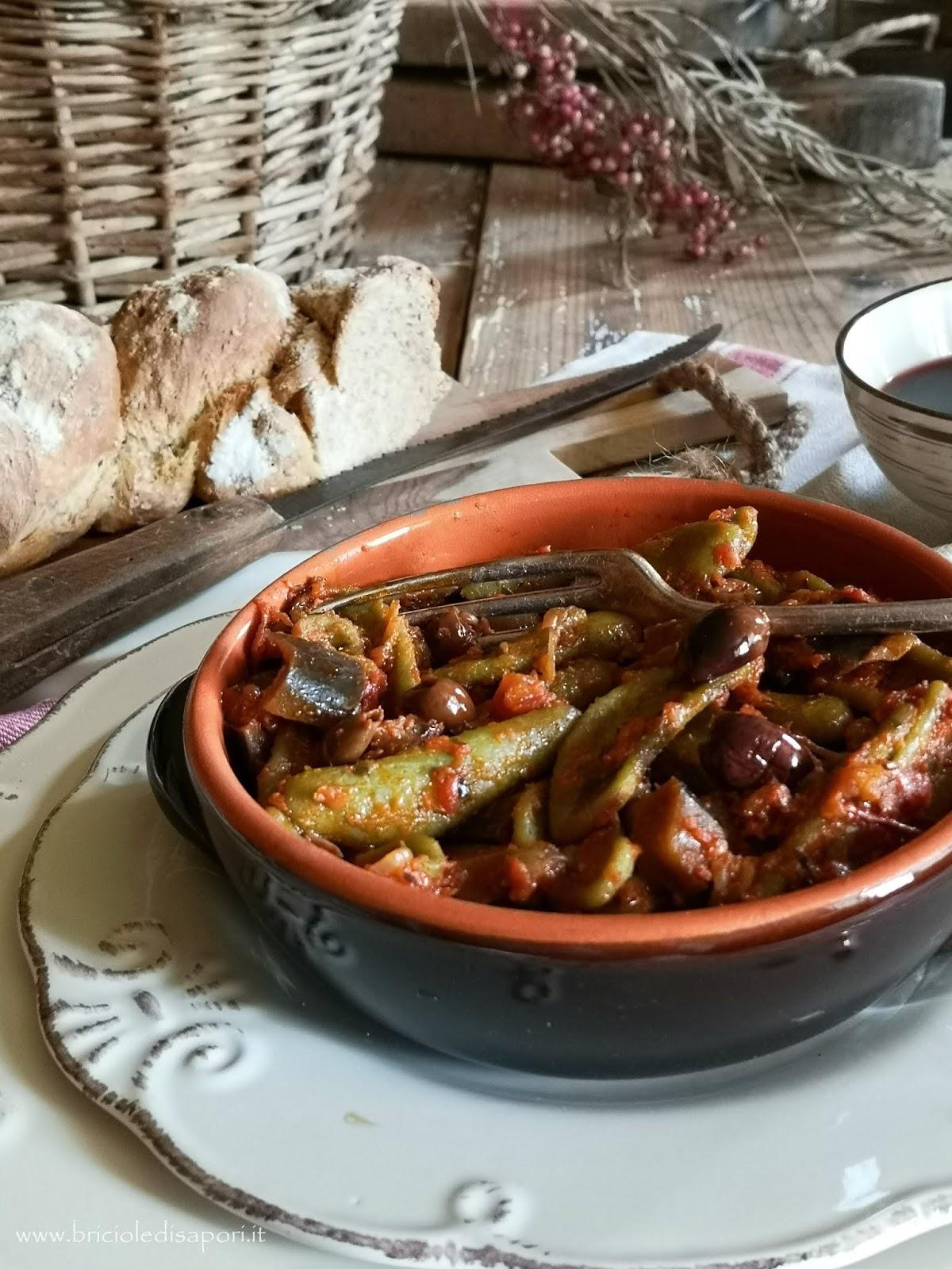 foglie d'ulivo al sugo di pomodoro melanzane e olive taggiasche