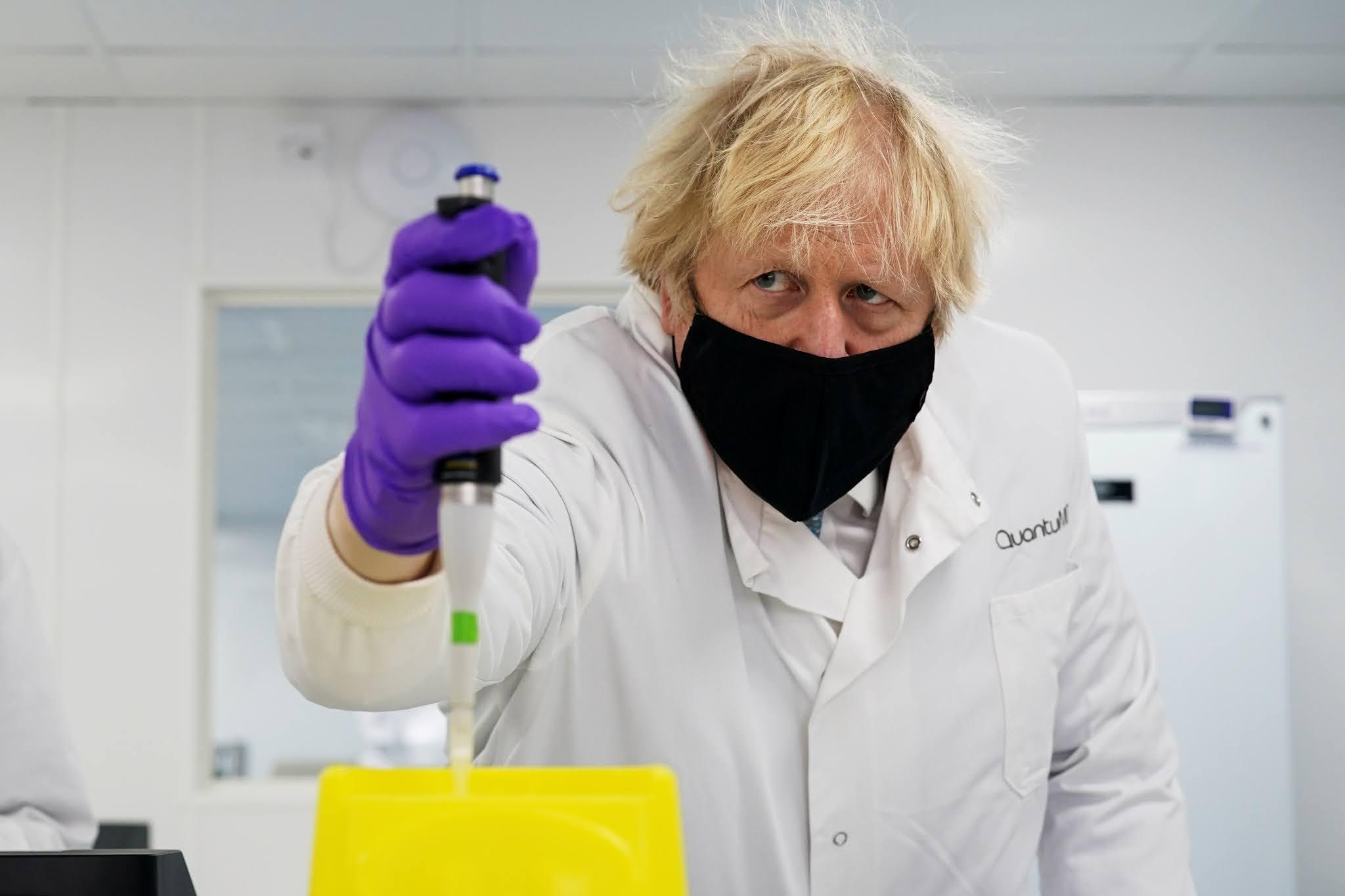 """Con 15 millones de vacunados, Boris Johnson anuncia que buscará un desconfinamiento """"prudente"""""""