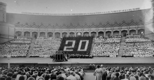 Июль 1960 года. Рига. XIII Vispārējo latviešu Dziesmu svētku dalībnieki un skatītāji Mežaparka Lielajā estrādē