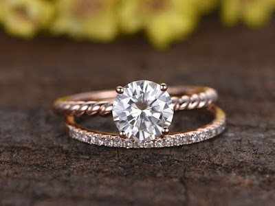 Is There Any Perfect Time for The Purchase of Engagement Rings?