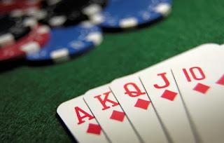 Strategi Membaca Kartu Lawan Dalam Game Poker Online