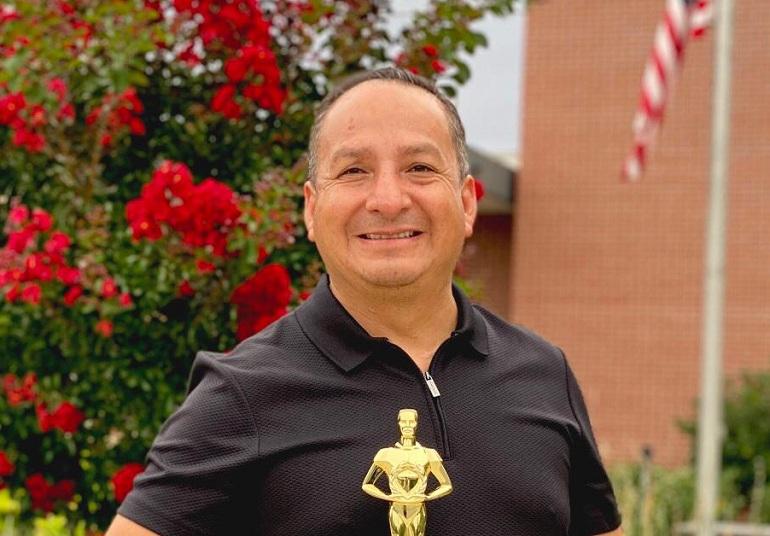 Diosdado recibe reconocimiento por el Bicentenario de Perú en Washington