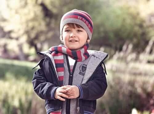 Quand faut-il que votre enfant commence à s'habiller sans votre aide ?