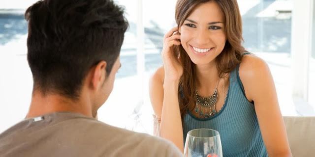 Inilah 4 Tips agar Tak Terlihat terlalu Agresif saat Seorang Wanita Sedang Mendekati Pria Idamannya.