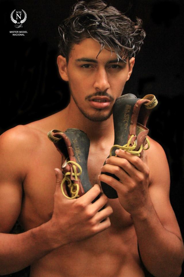 O Mister Model Nacional 2016 tirou a roupa para um ensaio sensual. Foto: Melo C. Luiz