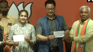 4- International wrestler Babita Phogat and her father Mahavir Phogat joined the BJP