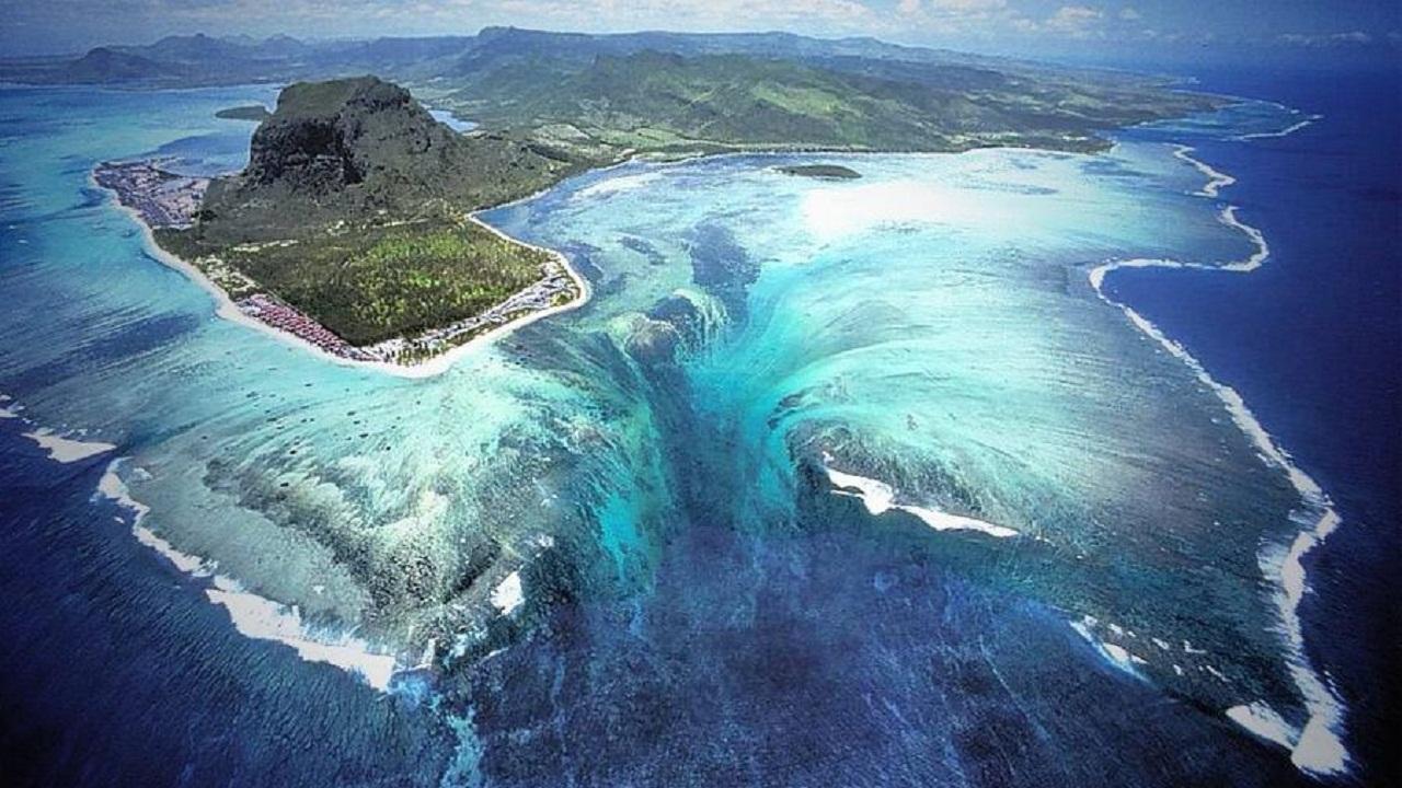 Jangan Ngaku Traveller Jika Belum Tahu 5 Air Terjun Paling Unik di Dunia Ini